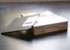 das diskettenlaufwerk floppy disk. Black Bedroom Furniture Sets. Home Design Ideas